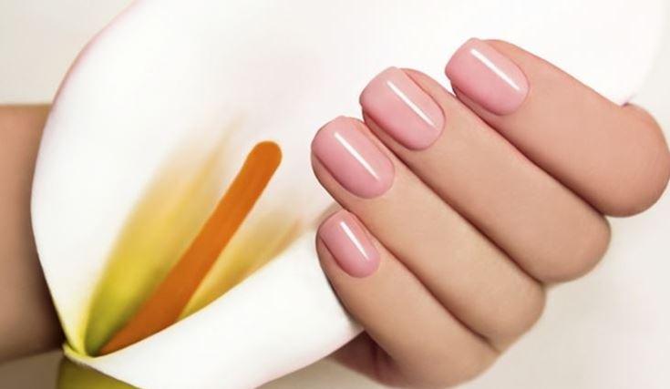 Manicure Con Smalto Semipermanente